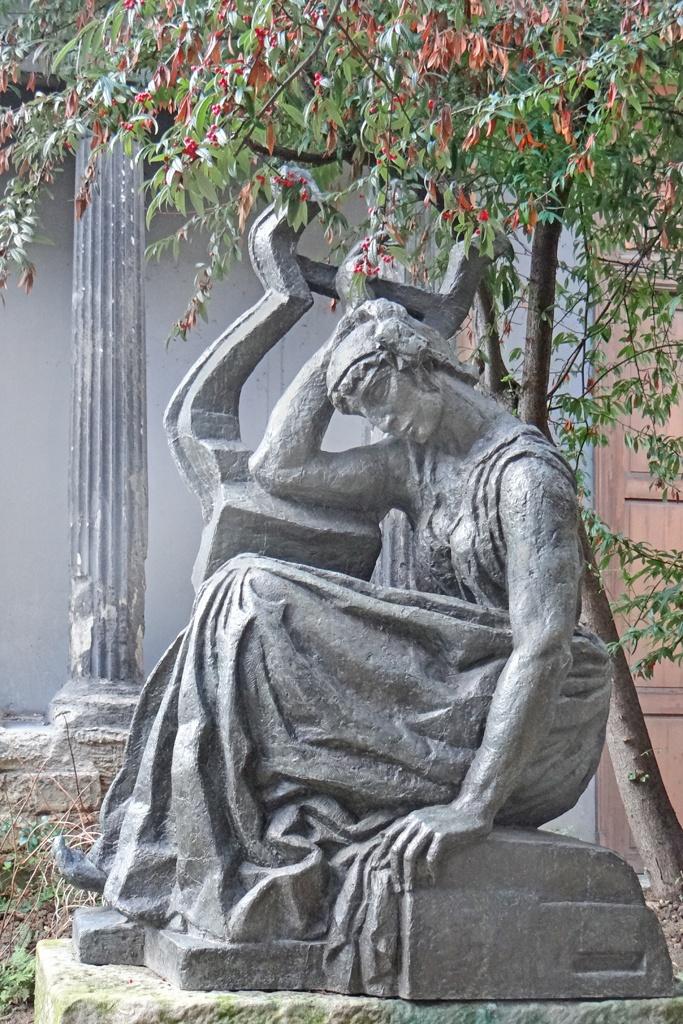 JeanPierre_statue.jpg